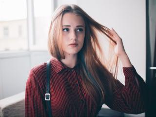 LeahKiss sexy girl masturbating on webcam