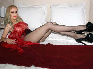 SophieDeee - online chat hard with a well built Girl