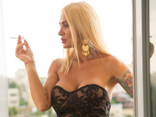 SexyCynthyaX - Live chat hard with this massive breast Hot chick