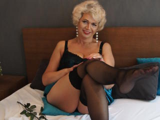CharmingMiranda - Web cam sexy with a golden hair Mature
