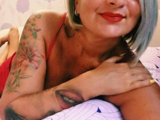 ChaudeEvely - Sexy live show with sex cam on XloveCam®