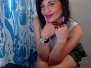 SaraMelas - Show sexy et webcam hard sex en direct sur XloveCam®