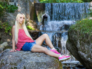 ShakiraAngelX - Chat live sex with this blond 18+ teen woman