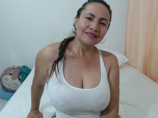 LatinaMatureForAnal