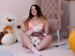 LolaWest chat girl live on webcam