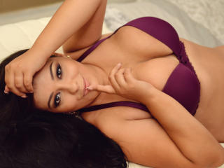 StarrDaysy - Webcam exciting with a standard body Hot babe