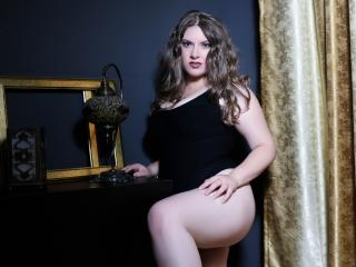 EvaPlay - Video chat hot with this voluptuous woman Girl