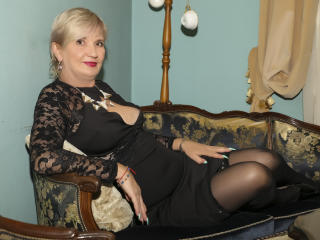 ExperiencedAlana - Webcam live nude with this European Mature