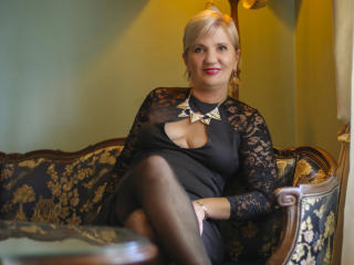 ExperiencedAlana - Web cam exciting with a blond Mature
