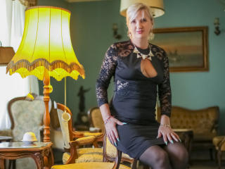ExperiencedAlana - Webcam live xXx with a sandy hair Mature