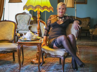 ExperiencedAlana - Live chat nude with this blond Lady over 35