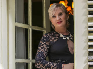 ExperiencedAlana - Chat cam sexy with this light-haired Mature
