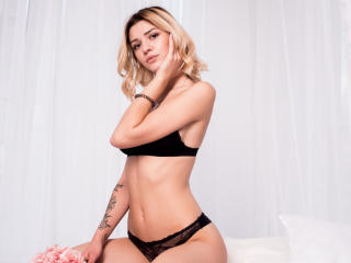 MiaLuck - Sexy live show with sex cam on XloveCam®