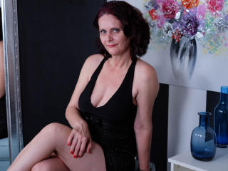 BrendaBelleForYou - Video chat hot with this European Mature