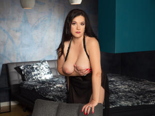 WantedNicole - Live chat exciting with a European MILF