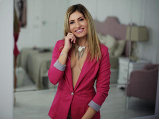 ClaireDaniells - Cam sexy with this being from Europe Young and sexy lady