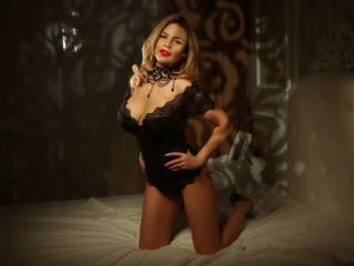 OneChic - chat online porn with this cocoa like hair Sexy girl