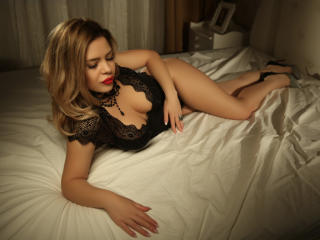 OneChic - online chat hot with this European Hot chicks