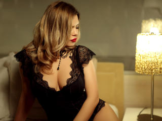 OneChic - Chat x with a large ta tas Young and sexy lady