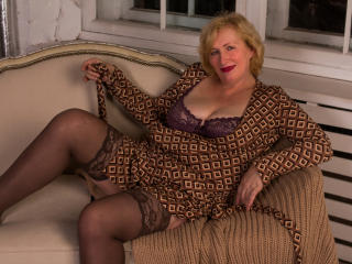 HotGiantPleasure - Live cam nude with a European Mature