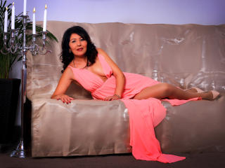 EroticSelena - Web cam sex with this dark hair Lady over 35