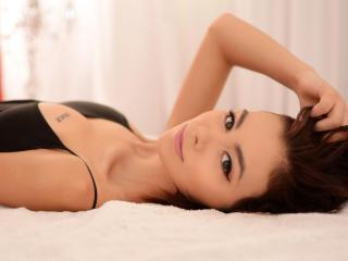 NyvaAlyah girl show pussy on webcam