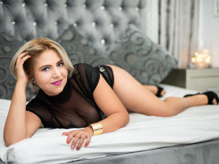 ArynnaDivya nude girl butt on webcam