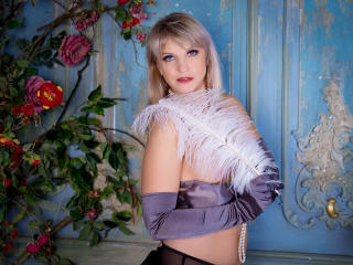 HelenLena - Live chat exciting with this being from Europe Mature