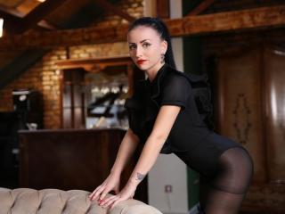 SuzanneX - Live hot with a shaved intimate parts College hotties