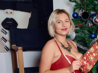 ArynnaDivya - Webcam x with a gold hair Young lady