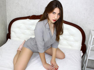 MalikaSw - Live chat xXx with a shaved pubis Hot babe