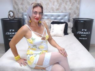 ChelyBlondex - Webcam live hard with this athletic body MILF