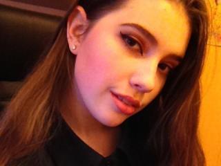 MiraBeautiful girl nude pussy on webcam