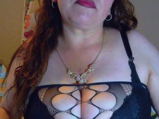 CorinaHottest - Live chat xXx with this auburn hair Mature