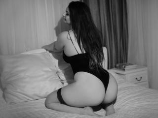 RoselyneVive - Sexy live show with sex cam on XloveCam®