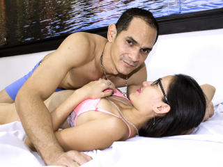 KlooyXSilver - Show live exciting with this shaved pubis Female and male couple