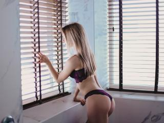 AizaZoom - online chat sex with this fit constitution Young lady