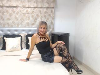 ChelyBlondex - Chat live sex with this well built Lady over 35