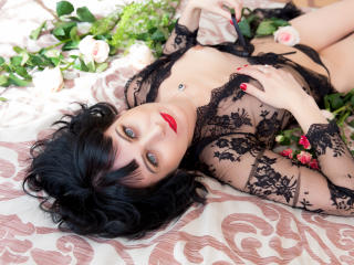 EvelinaX - Live cam sex with this black hair Lady over 35