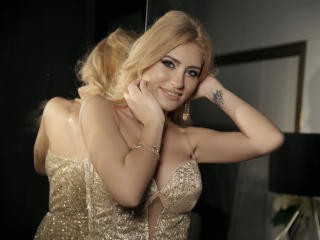 ClaireDaniells - Chat hot with this golden hair Sexy babes