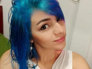 Cristtine - Cam sexy with a standard build 18+ teen woman