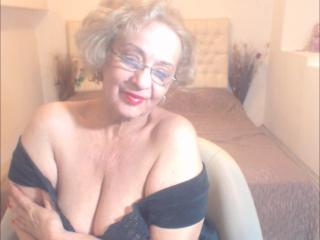 DivaDiamonds - online show hard with a light-haired Lady over 35