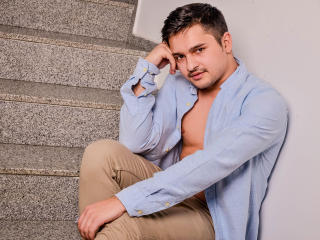 AlanMcAdams - online show nude with this Horny gay lads with well built