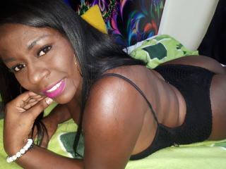 BlackBigTitsXX - Chat xXx with a Hot babe with gigantic titties