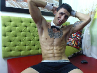 Foto de perfil sexi, da modelo VernomAndrews, para um live show webcam muito quente!