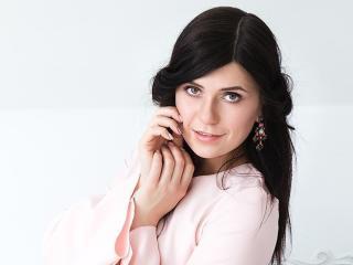 Foto de perfil sexi, da modelo KiraNight, para um live show webcam muito quente!