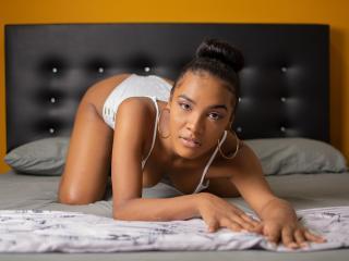Foto del profilo sexy della modella IrinaWild, per uno show live webcam molto piccante!