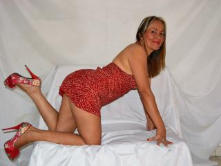 XSensualHotAssX - Chat cam sexy with this Mature with standard titties