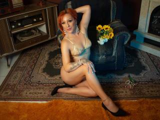 Poza sexy de profil a modelului SamyKatt, pentru un intens show webcam live !