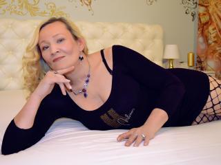 Photo de profil sexy du modèle Izzadora, pour un live show webcam très hot !
